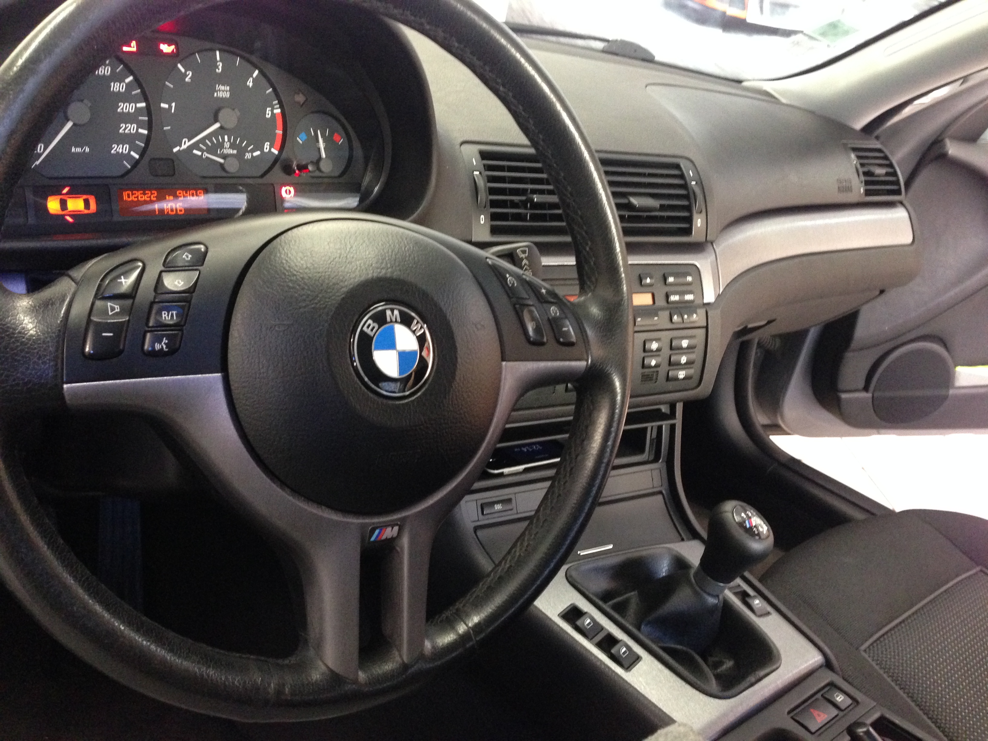 Galerie total covering tableau de bord insert bois carbone for Bmw e46 interieur